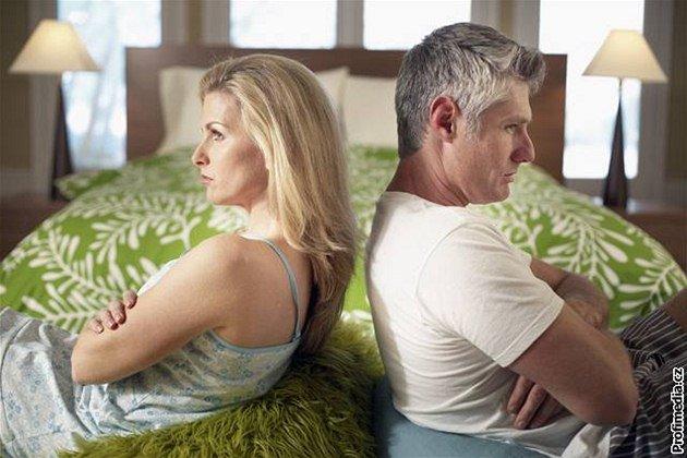Почему муж не разводится с женой если живет с другой женщиной